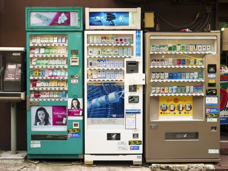 Japanse sigaretautomaten in Tokyo stock foto's