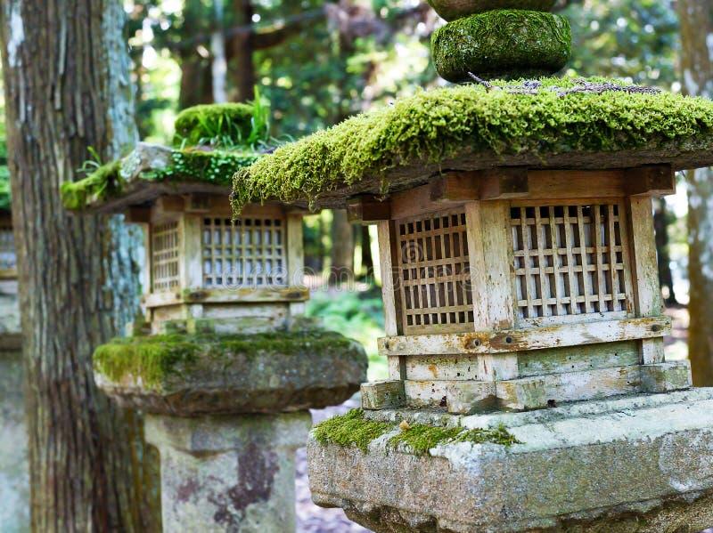 Japanse steenlantaarns stock afbeeldingen