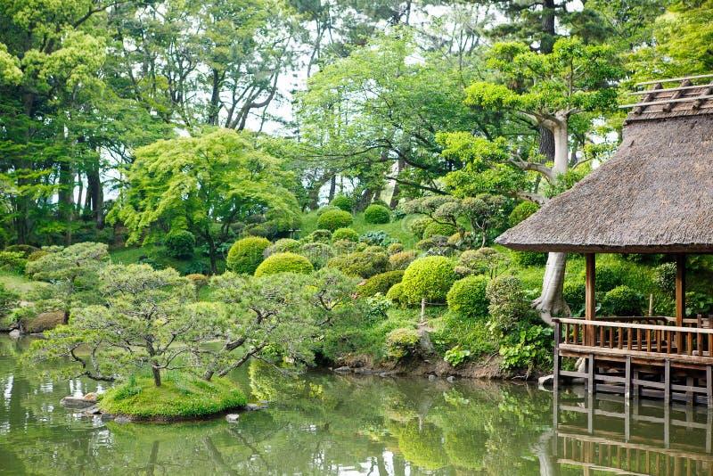 Japanse stijltuin in Hiroshima, Japan royalty-vrije stock foto