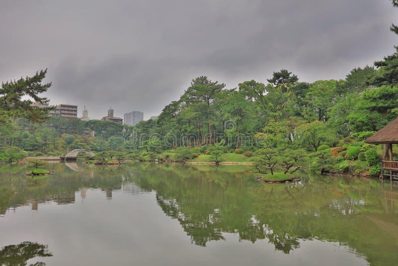Japanse stijltuin in Hiroshima, Japan royalty-vrije stock foto's