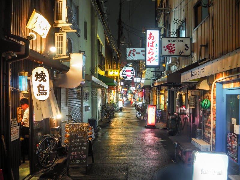 Japanse straat bij nacht stock foto's