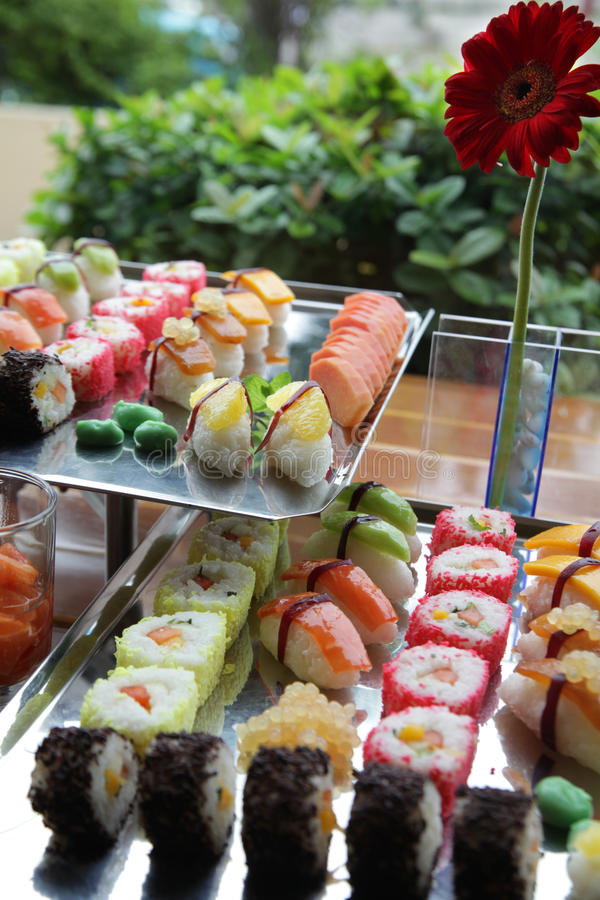 Japanse sushi bij buffet royalty-vrije stock foto's