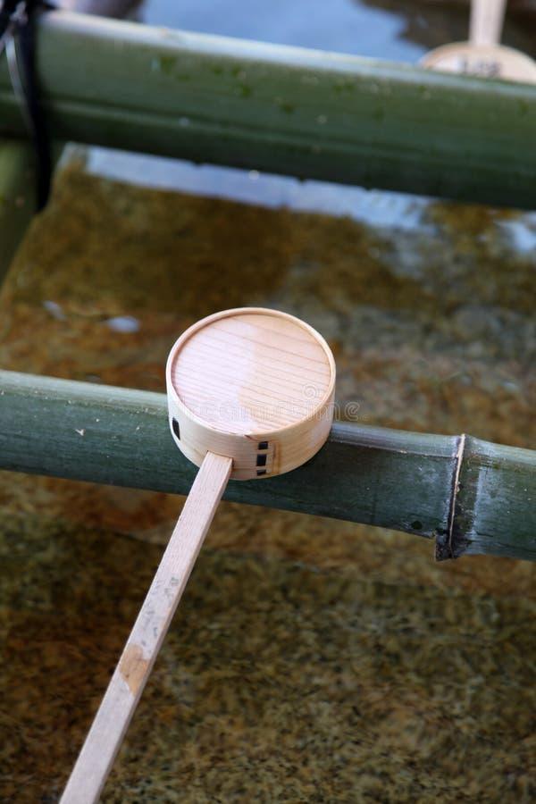 Japanse tempel ladel stock foto