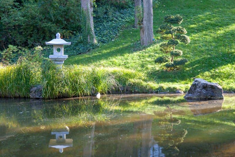 Japanse tuin in de dierentuin van Boedapest royalty-vrije stock afbeeldingen