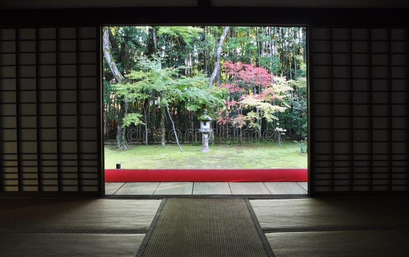 Japanse tuin in koto-binnen sub-tempel van Daitoku -daitoku-ji stock foto