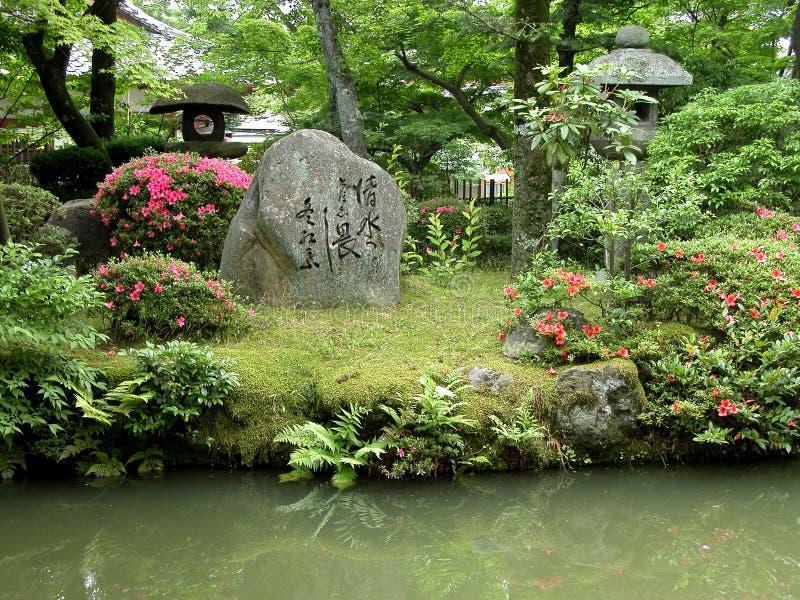 Japanse tuin met rotsen stock afbeelding