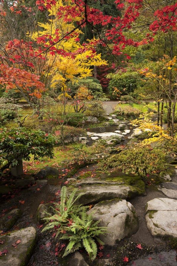 Japanse Tuin tijdens Autumn Season royalty-vrije stock fotografie