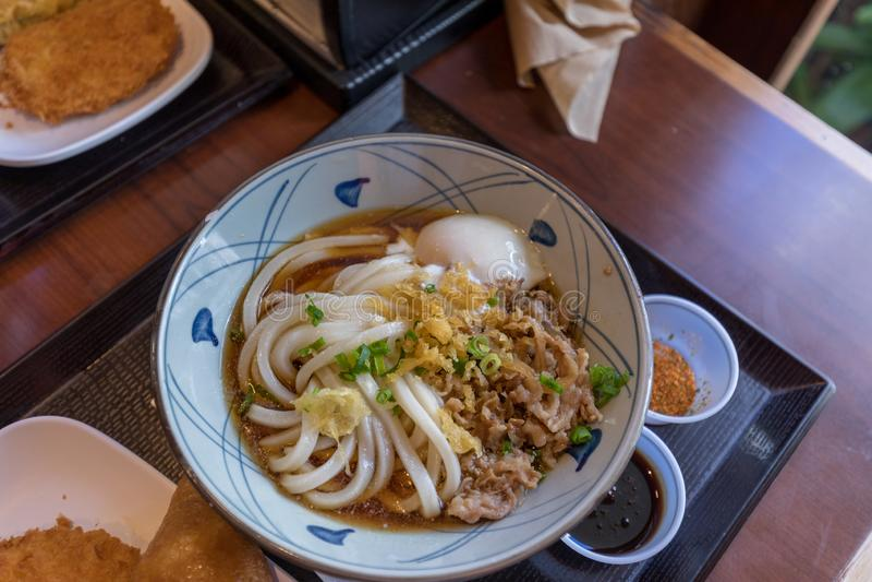 Japanse udonnoedels met vlees royalty-vrije stock foto's
