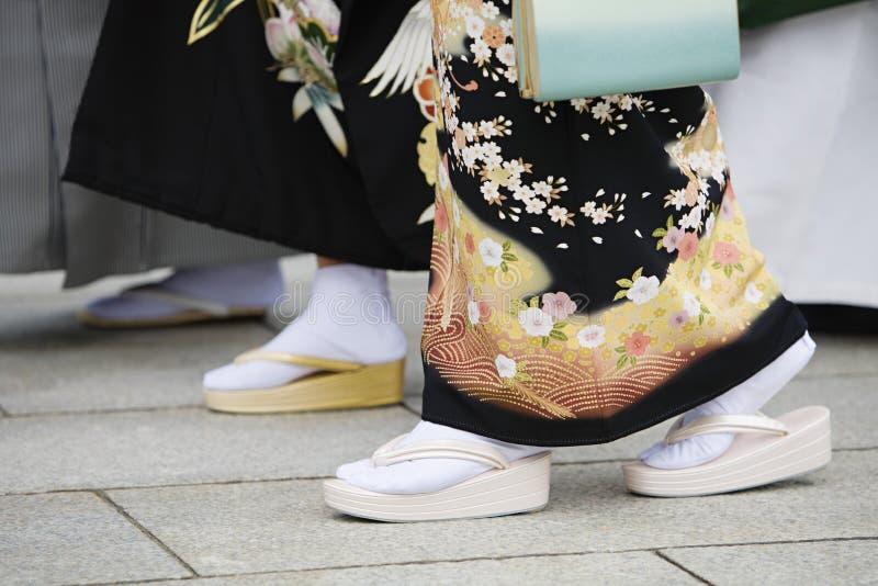 Japanse Vrouwen in Traditionele Kleding in Meiji Shrine royalty-vrije stock foto