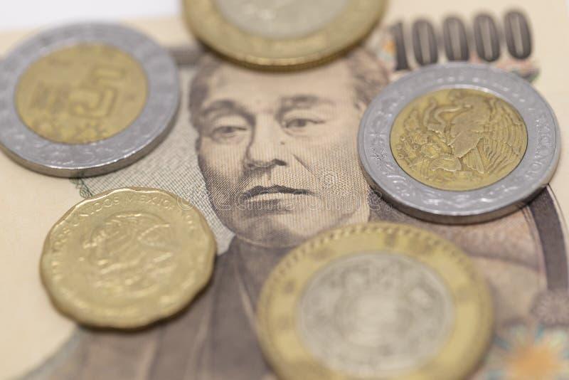 Japanse Yen en Mexicaanse Peso royalty-vrije stock afbeeldingen