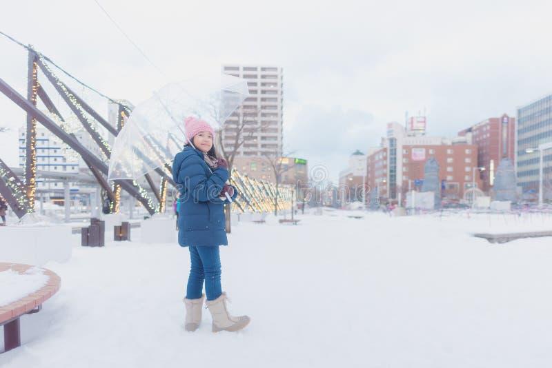 Japansk flicka i vinter royaltyfri fotografi