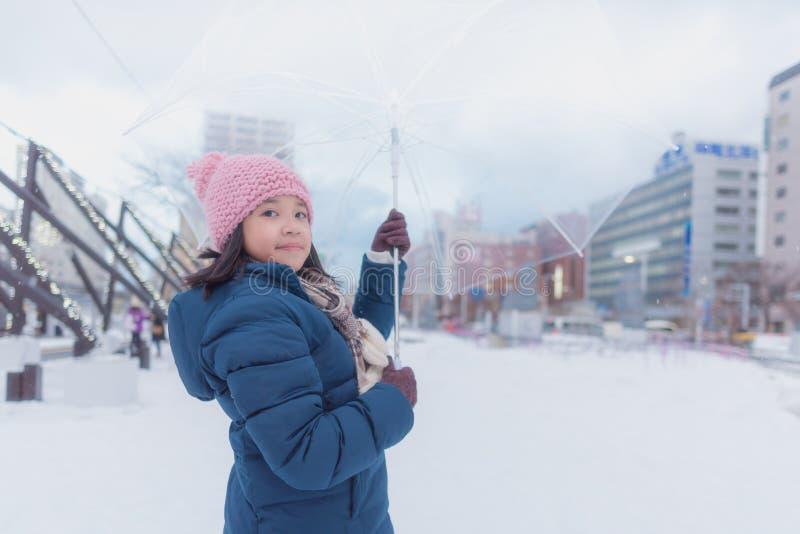 Japansk flicka i vinter royaltyfria bilder