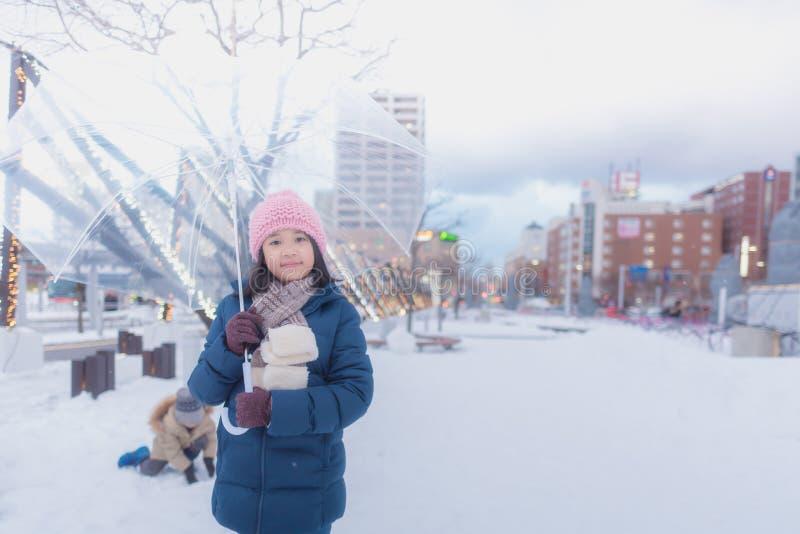 Japansk flicka i vinter royaltyfri bild