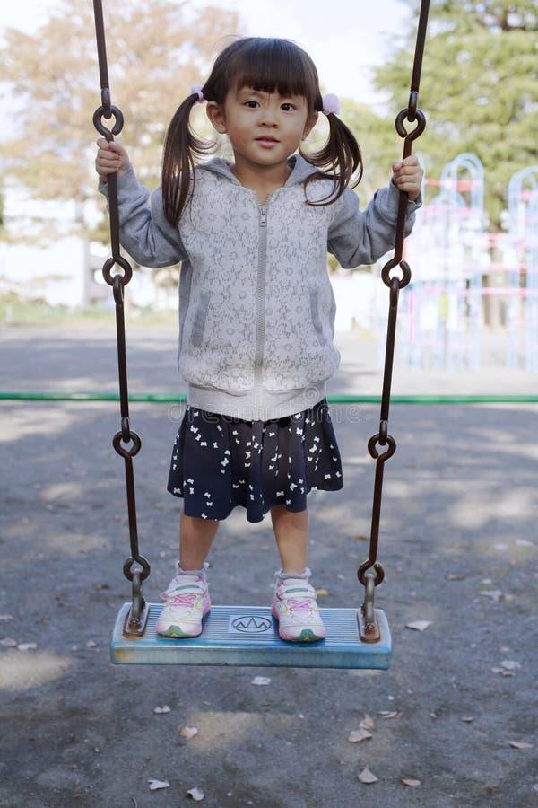 Japansk flicka på gungan royaltyfria foton