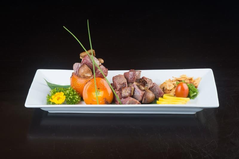 Japansk kokkonst nötköttkub på bakgrunden fotografering för bildbyråer