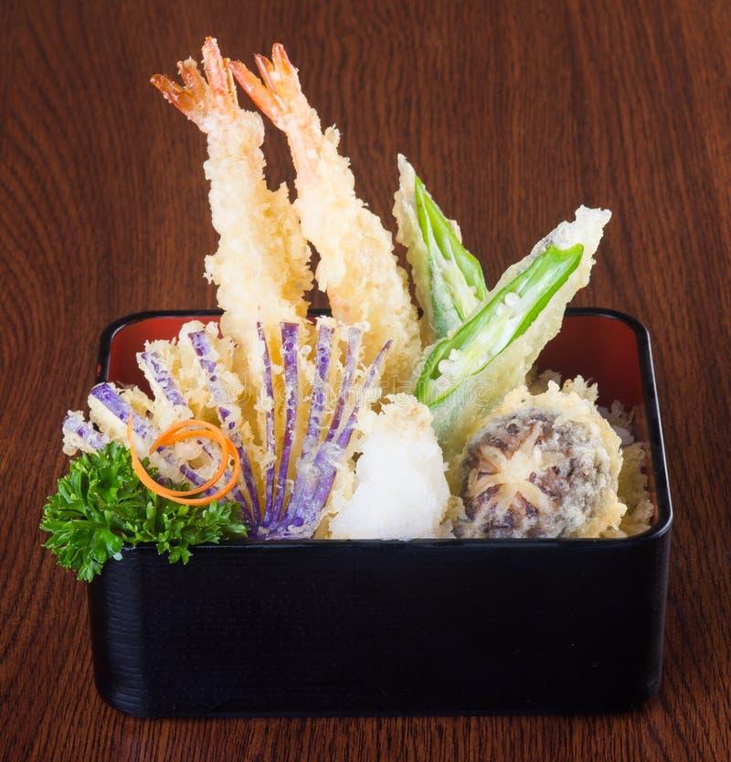 Japansk kokkonst tempura Djupt stekt blandninggrönsak på backgen royaltyfri bild