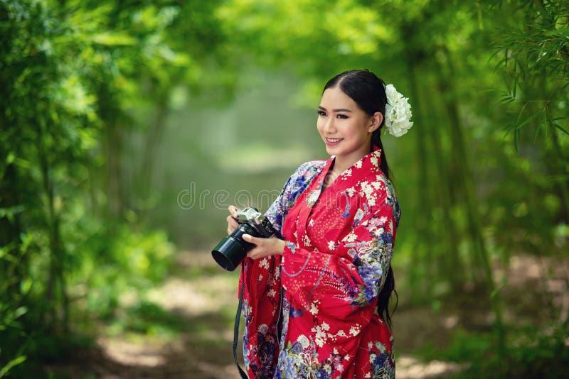 Japansk kvinnakimono arkivbild