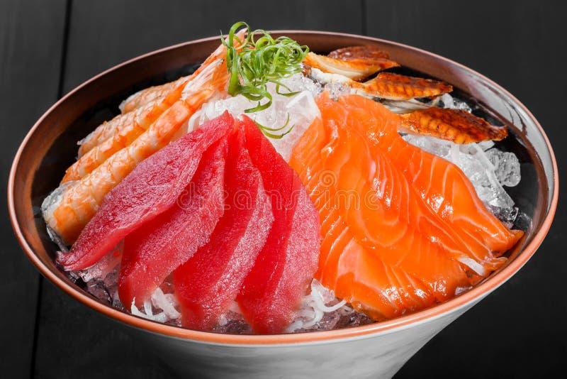 Japansk mat för Sashimi, stycken av tonfisk, lax, langoustine arkivfoto