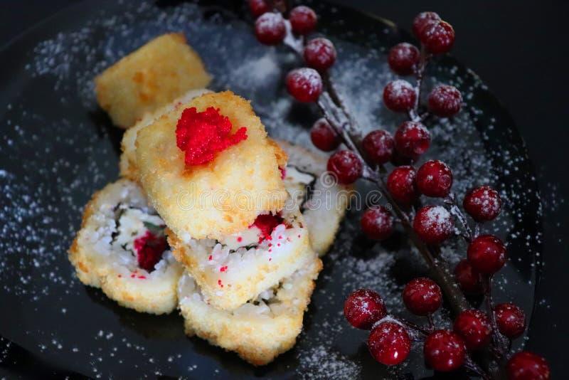 Japansk mat Julsushi Stekte Sushi royaltyfri foto