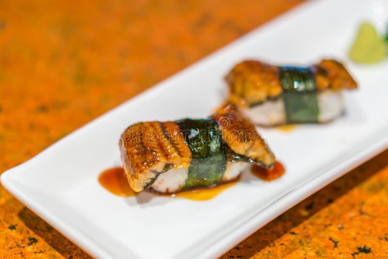 Japansk mat: Rulle för ålfisksushi royaltyfria foton