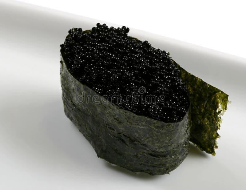 japansk rulle för svart kaviarläckerhetmat royaltyfri bild
