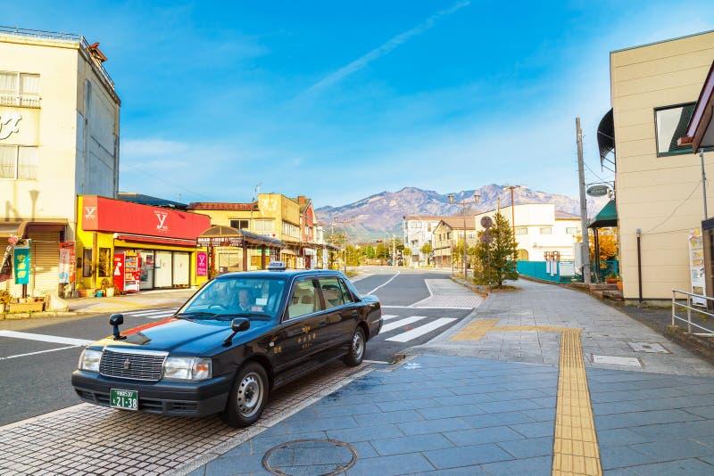 Japansk taxi framme av den Tobu Nikko stationen arkivfoton