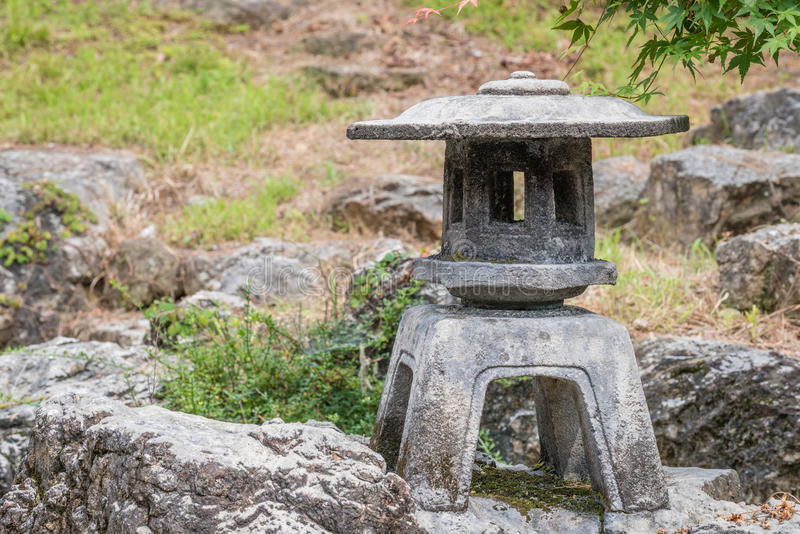 Japansk traditionell stenlykta royaltyfria bilder