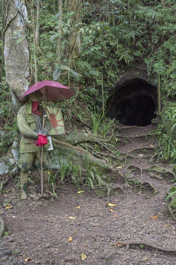 Japansk tunnel för WWII i Legazpi, Filippinerna arkivbild