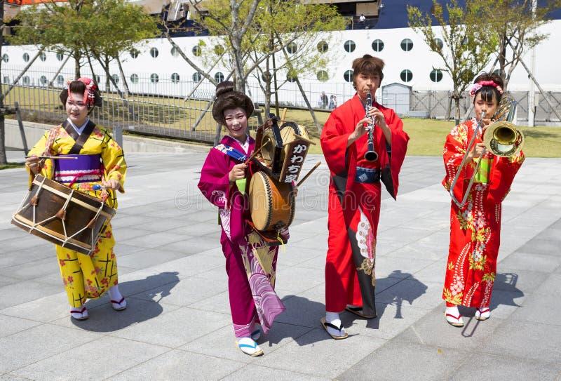 Japanska konstnärer på pir av Nagasaki royaltyfri fotografi