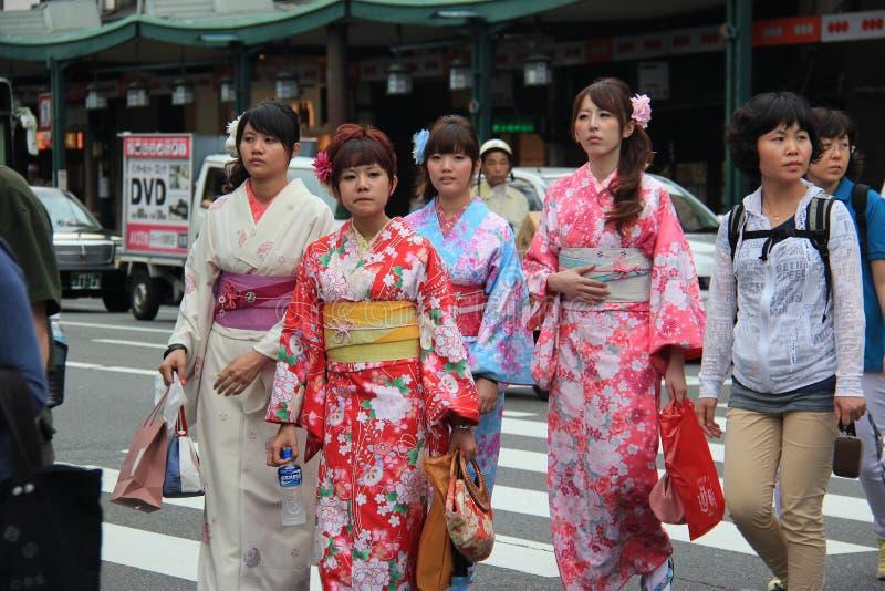 Japanska kvinnor i kimono arkivfoto