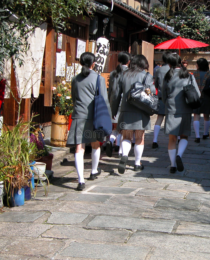 japanska schoolgirls royaltyfri foto
