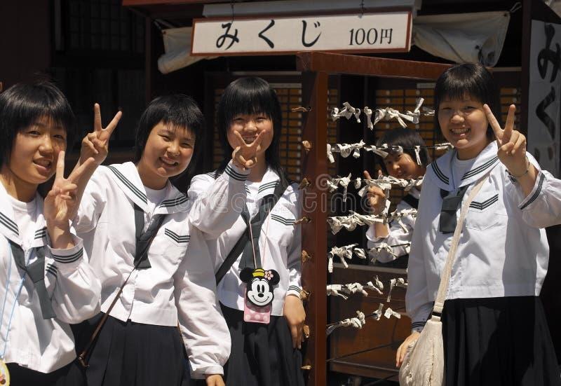 Japanska Schoolgirls - Tokyo - Japan fotografering för bildbyråer