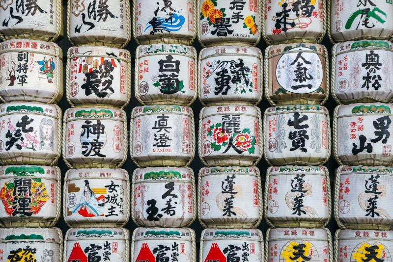 Japanska traditionella alkoholskulltrummor på den Meiji Jingu relikskrin arkivfoton