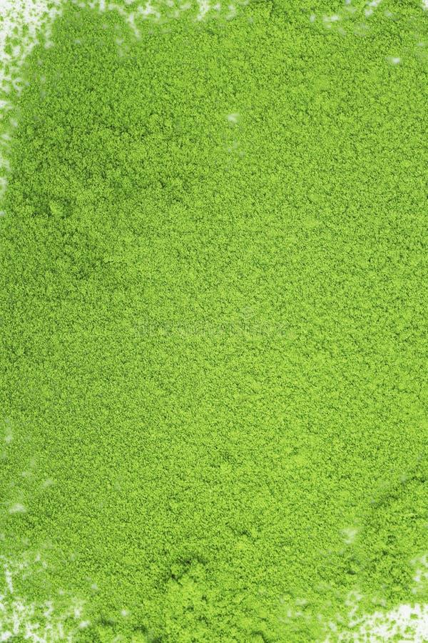 Japanskt matchapulver för grönt te på en vit bakgrund arkivfoto