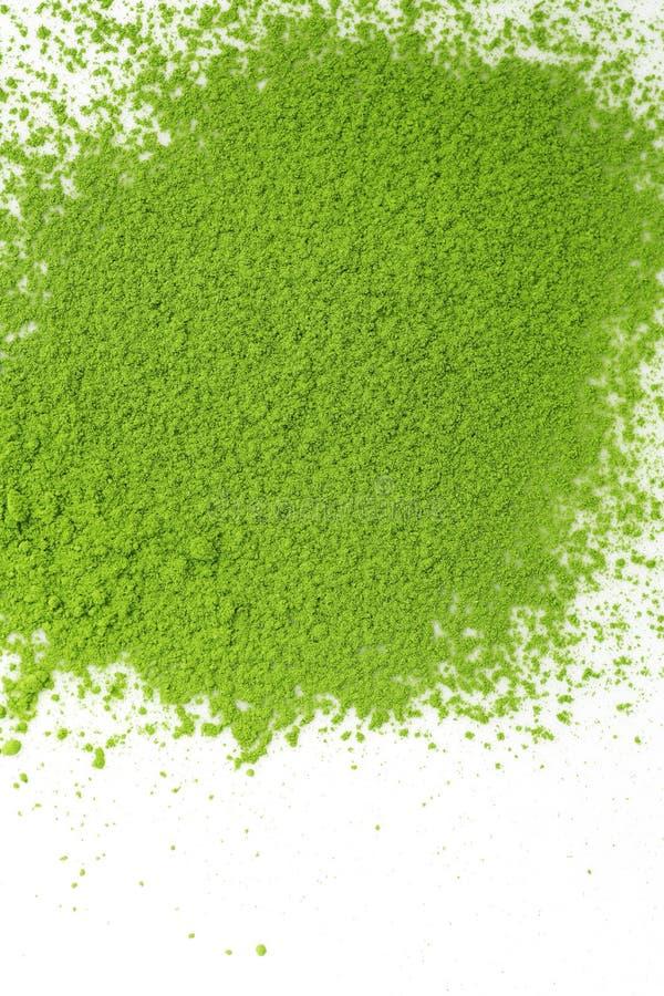 Japanskt matchapulver för grönt te på en vit bakgrund arkivbild