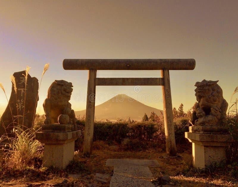 Japończyka Torii brama i Mt fuji zdjęcie stock