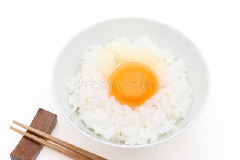 Japońscy ryż z surowym jajkiem obraz royalty free