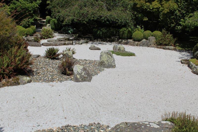 Japończyk grabijący medytacja ogród zdjęcia stock