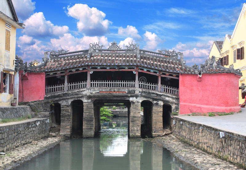Japończyka most & x28; Cau Chua Pagoda& x29; w Hoi, Wietnam zdjęcie royalty free