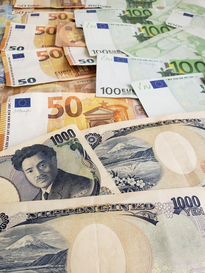 Japońscy banknoty i euro rachunki fotografia royalty free