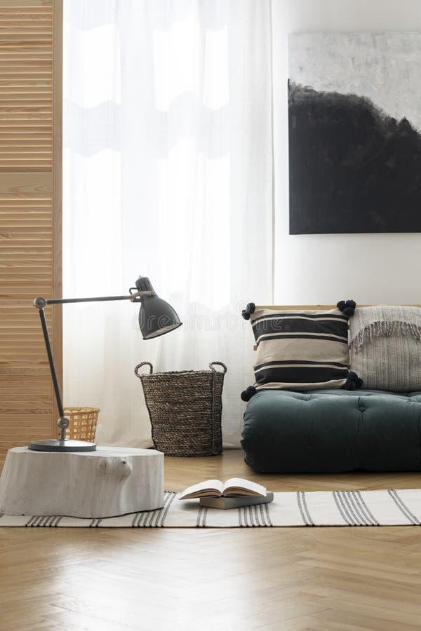 Japońska inspiracja w eleganckiej sypialni, istna fotografia z mockup zdjęcie stock