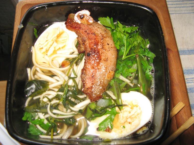 Japońska kluski polewka z wieprzowina ziobro zdjęcie stock