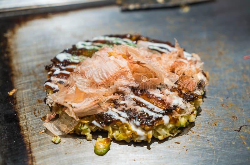 Japońska Tradycyjna pizza Okonomiyaki fotografia stock