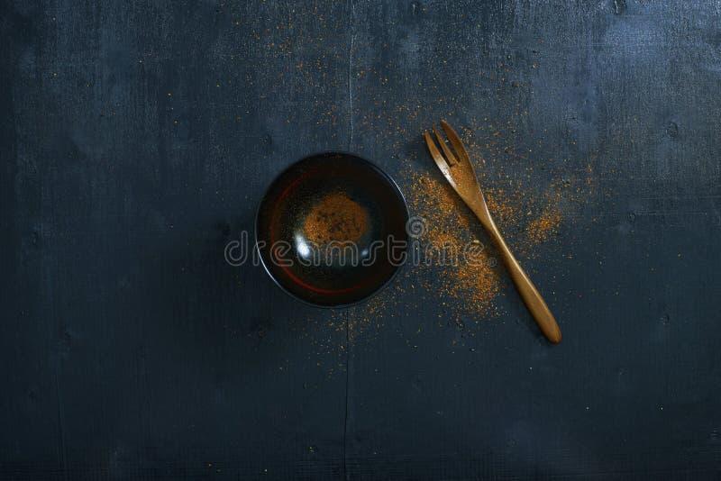 Japoński drewniany łyżki, pucharu i chili proszek, ilustracja wektor