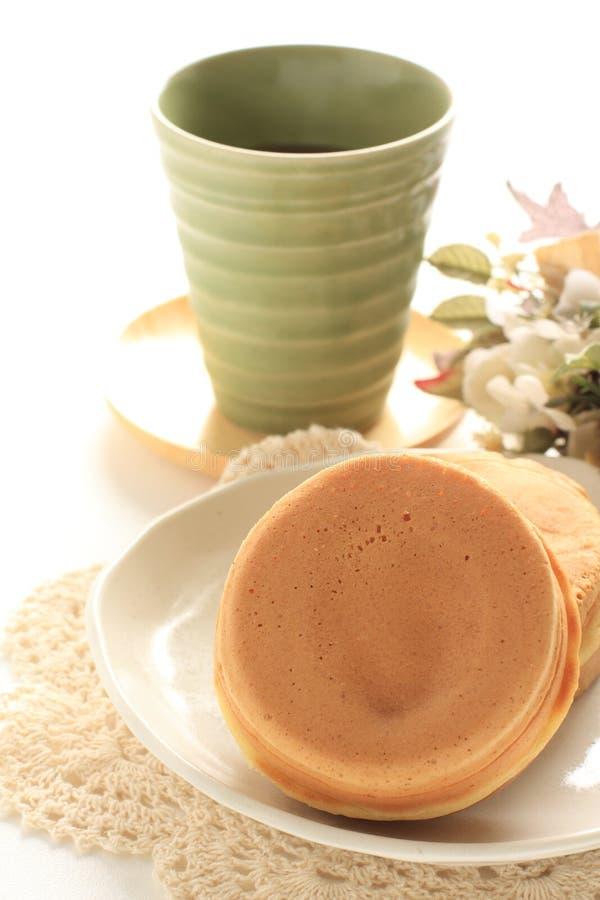 Japoński jedzenie, słodki niecka tort Imagawayaki zdjęcie royalty free