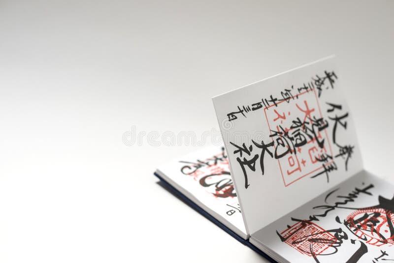 Japoński notatnik z znaczkami i kaligrafią fotografia stock