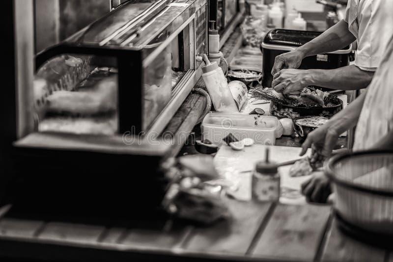 Japoński szef kucharza suszi obraz stock