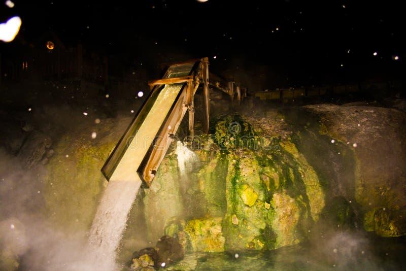 japoński wodny młyn przy nocą obrazy stock