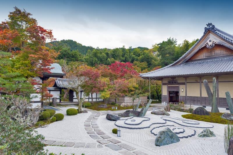 Japoński zen ogród podczas jesieni przy Enkoji świątynią w Kyoto, Japonia zdjęcie stock