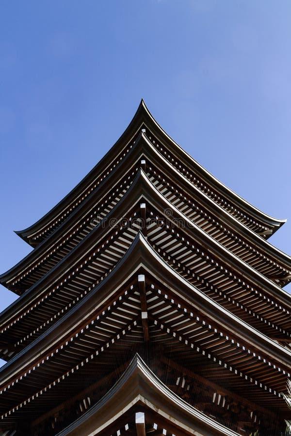 Japońskiej świątyni pozioma pagodowi dachy zdjęcie stock